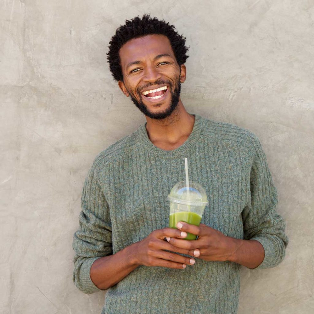 Man_Green-smoothie2_Smoothie-Solutions